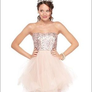 PROM. Soft pink tulle and sequence mini dress